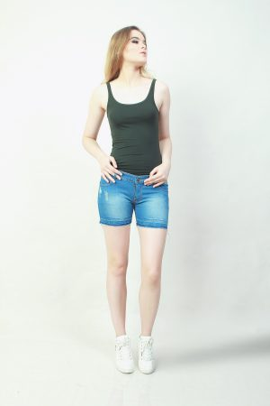 Hotpants Frayed Light Blue (pose)