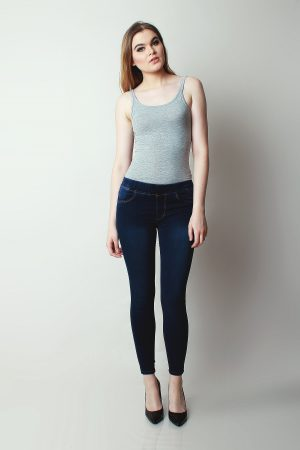 Jeggings Sateen Navy Spray (pose)