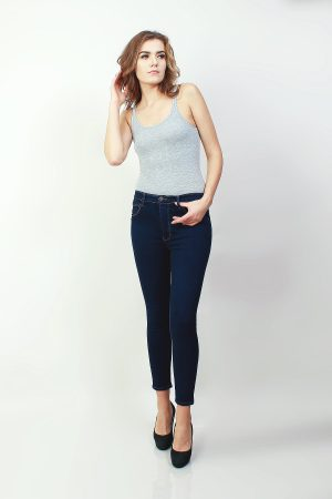 Skinny Highwaisted Sateen Navy (pose)