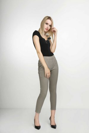 Jeggings-Khaki-Mocha-(pose)